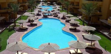 2 Bedroom apartment with 3 swimming pools in British resort