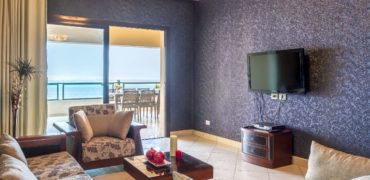 Sea view apartment with terrace and private beach