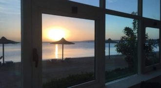 Fully furnished 2 bedrooms apartment Sea view with private beach In beautiful resort !