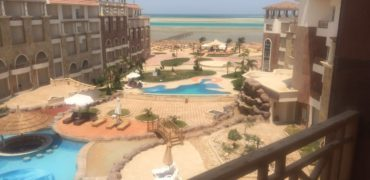 1-bedroom apartment in the fashionable Royal Beach resort with private beach!