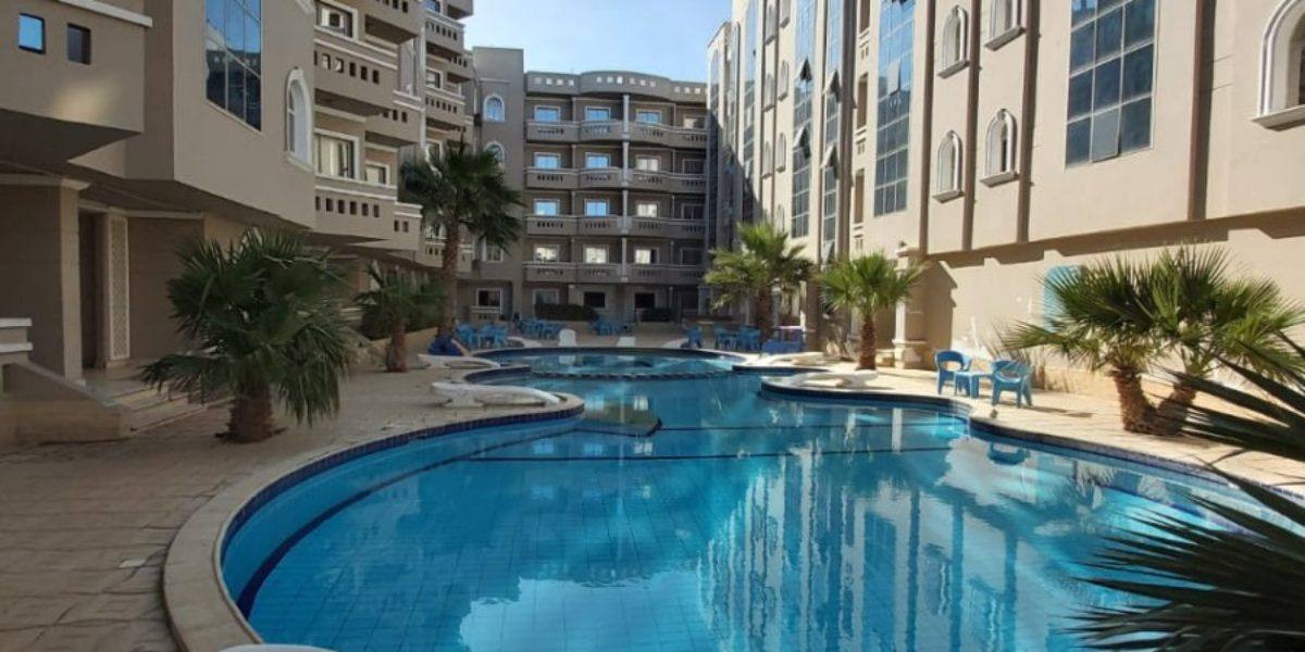 Furnished 1-bedroom apartment in the compound