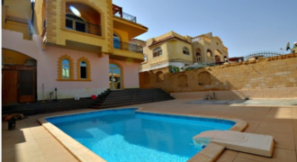 Spacious Villa with a garden and a pool in Mubarak 7