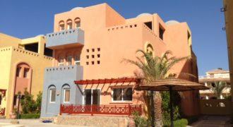 Villa with sea view in the compound